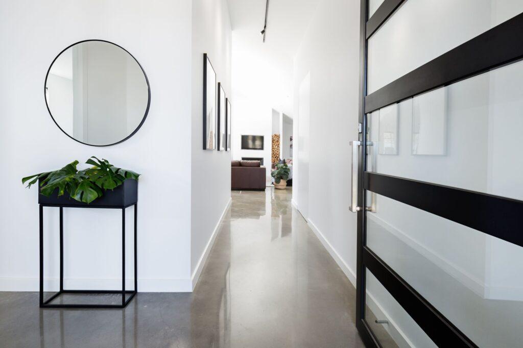1.-Ce-decoratiuni-sa-pui-pe-perete-in-hol-4