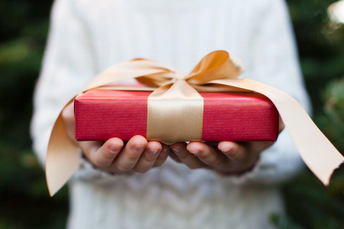 Cadouri nași 50+ idei de cadouri inedite pentru orice eveniment și sărbătoare! - poza cover